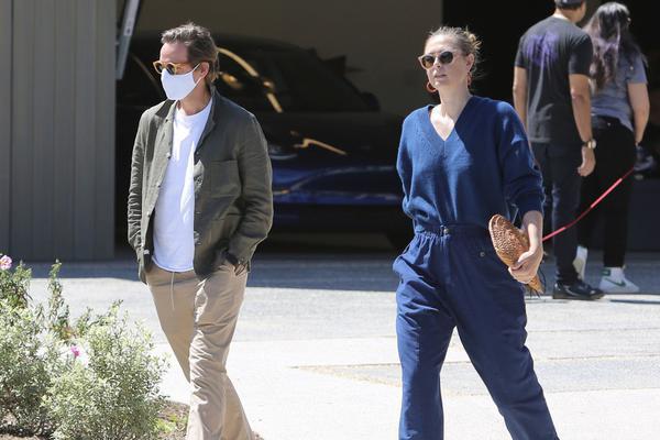 莎拉波娃与未婚夫现身洛杉矶
