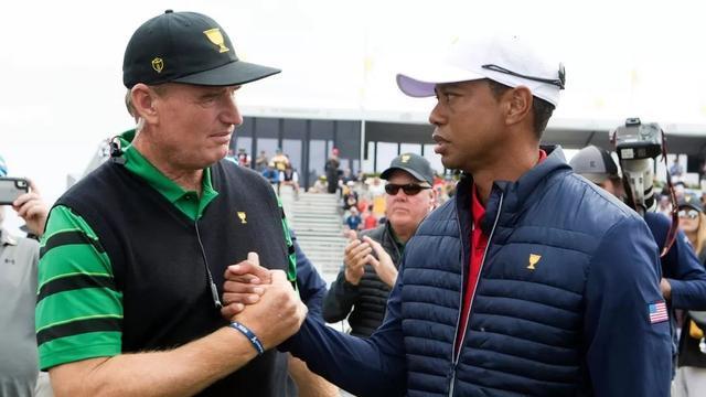 埃尔斯(左)与伍兹在2019年总统杯