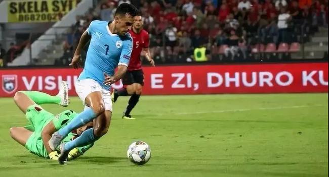 扎哈维在国家队比赛中受伤