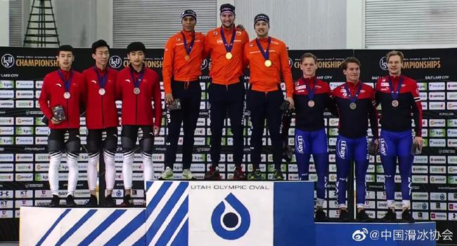 中国男队摘银