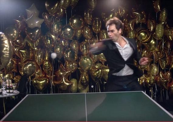 费德勒打乒乓球日本相扑的仪式图片