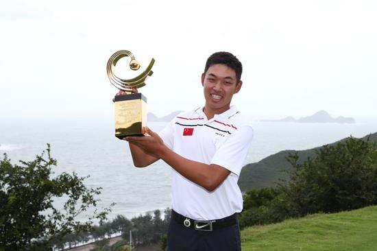 金诚在2015年亚太专业锦标赛夺冠,取得2016美国巨匠赛资历