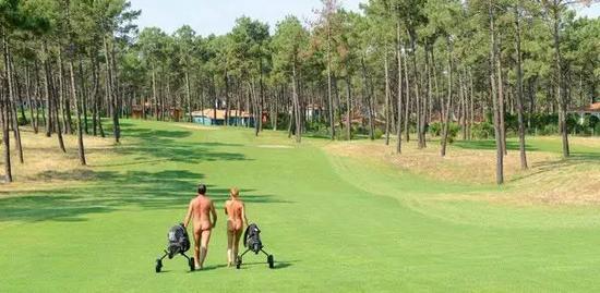 推崇裸体高尔夫的拉简尼球场