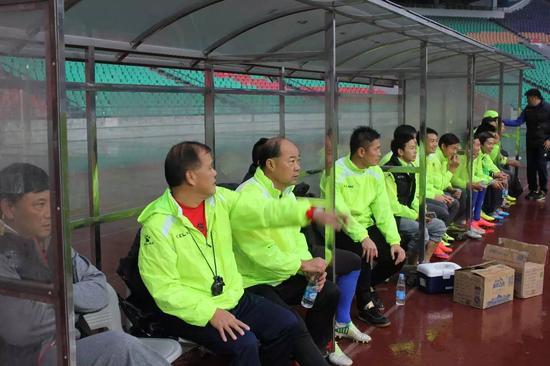 广东队这次备战省港杯由陈玉良挂帅,陈大英、姚德彪、吴亚七和李志海担任助理教练