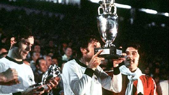 欧洲杯历史名将对话:帕年卡称申勺子点球专利