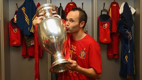 欧洲杯历史名将对话:伊涅斯塔述巴萨皇马的团结