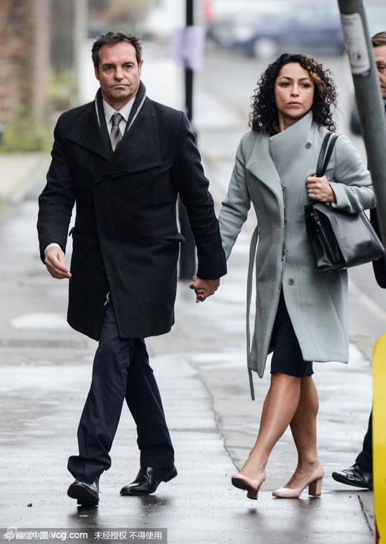 本月初,伊娃与男友出席听证会