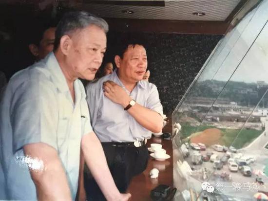 原全国政协副主席叶选平(左一)曾经前往广州赛马场视察
