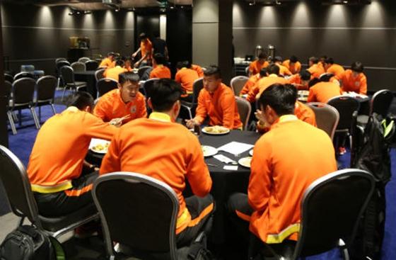 鲁能24球员抵达澳洲 中餐厨师到位全力保障备战