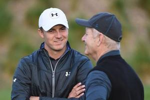 圆石滩赛高尔夫球星稍逊风流 汀布莱克抢尽风头