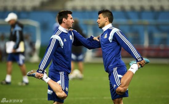 阿圭罗和梅西都是阿根廷队的巨星