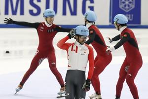 短道世锦赛中国男子接力卫冕 韩天宇终点前超越