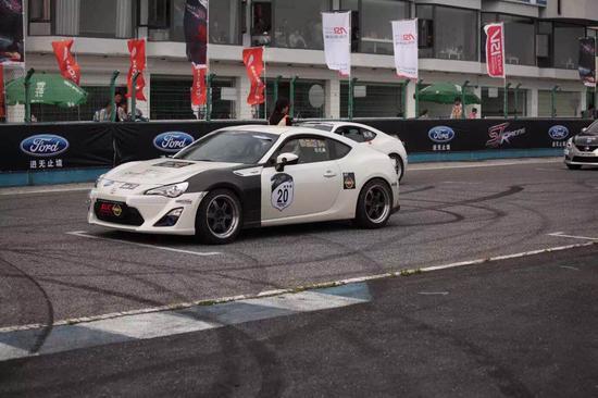 即将参赛的丰田86赛车