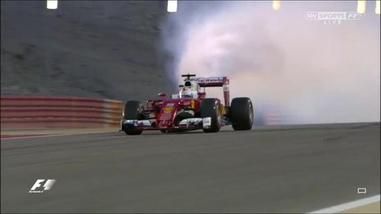 暖胎圈开始,维泰尔的赛车冒烟