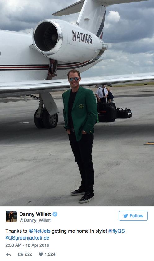 威利特乘坐NetJets公司的飞机回家