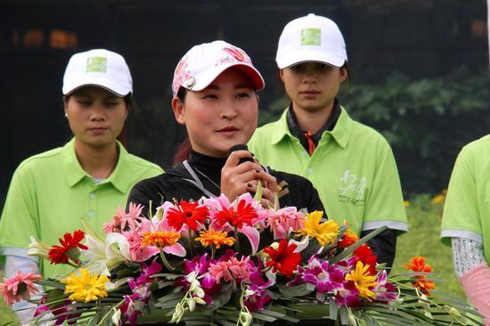 四川省教练员俱乐部发起人、球员代表杨涛丽致辞