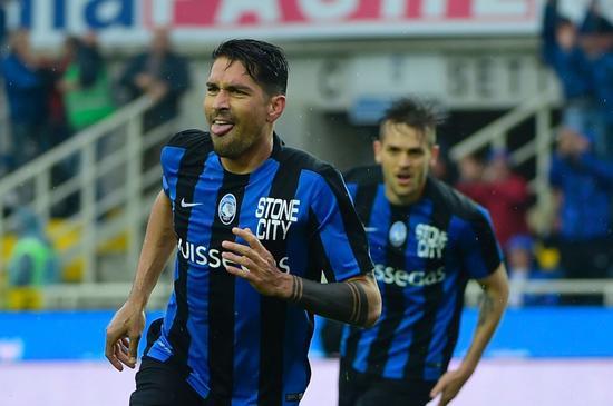 博列洛庆祝进球