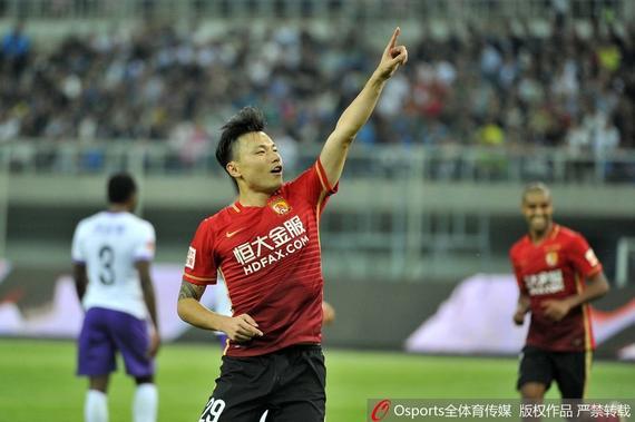中超-郜林双响阿兰处子球 恒大4-0客胜泰达登顶