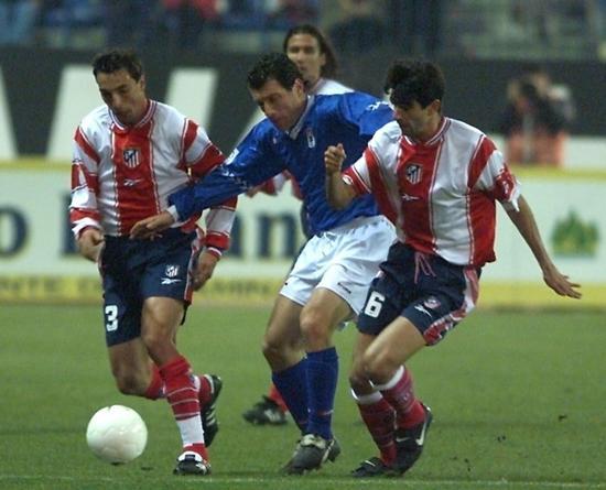 贝莱隆在马德里竞技时期对战皇家奥维耶多的一场竞赛。1998年-2000年,贝莱隆为马德里竞技效能两个赛季。