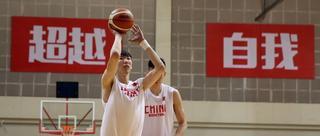 中国男篮训练备战 周琦归队首训