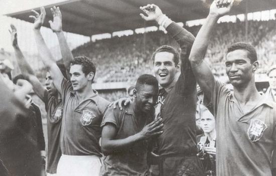 1958年,17岁的贝利夺得国际杯冠军