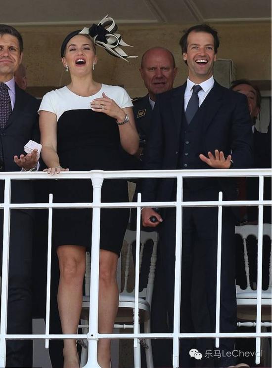 ▲影后凯特温斯莱特与她的丈夫就是一对很好的示范