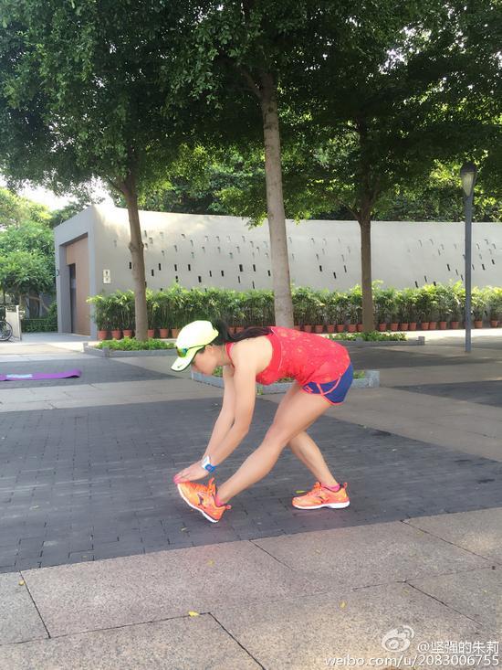 马拉松时遇抽筋怎么办?简单拉伸动作助你完赛