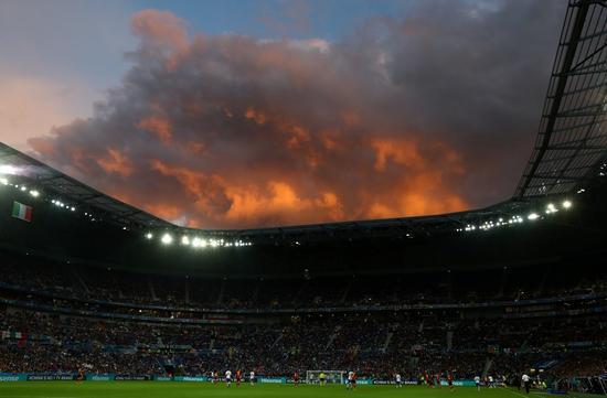 里昂球场火烧云