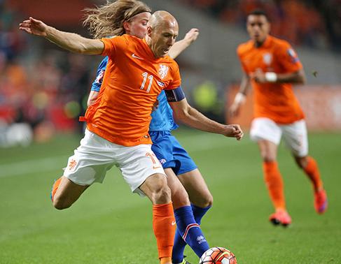 欧预赛冰岛KO了荷兰