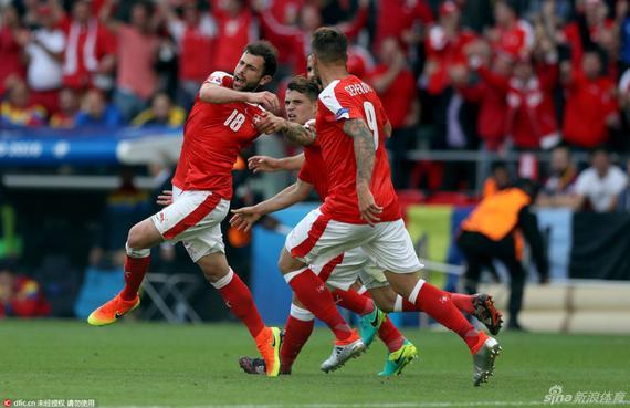 进球gif-瑞士角球造混乱 穆罕默迪抽射扳平比分