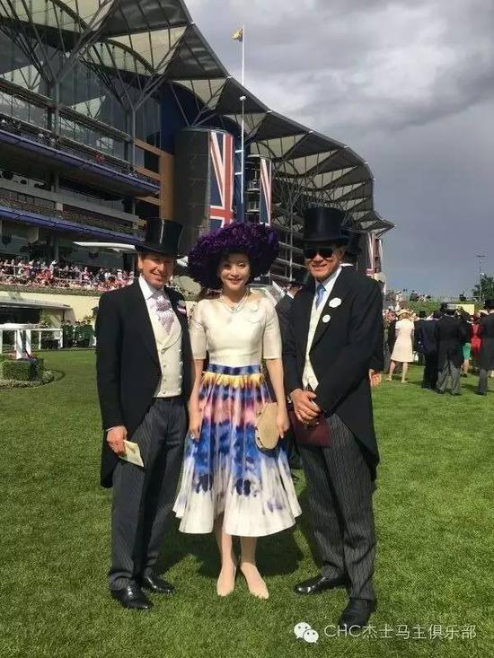 CHC国际顾问理事会成员,也是英女王纯血马顾问约翰·沃伦阁下、杨澜女士及CHC主席张祖德先生在皇家爱斯科特赛马场相见欢