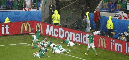 北爱尔兰球员纵情庆贺进球
