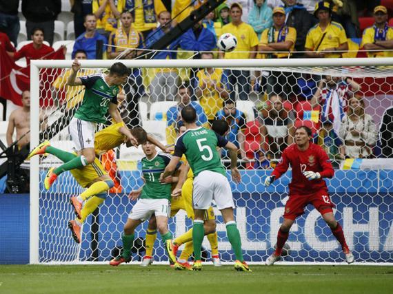 3D进球-任意球配合破门 北爱尔兰欧洲杯历史首球