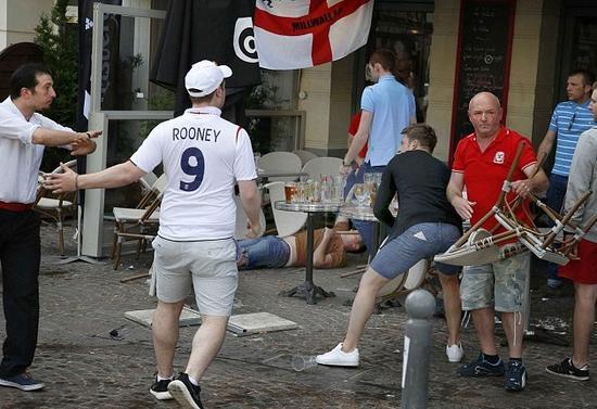 英俄球迷再冲突