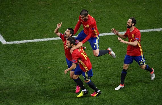 欧洲杯-巴萨旧将传射 中锋2球 西班牙3-0出线