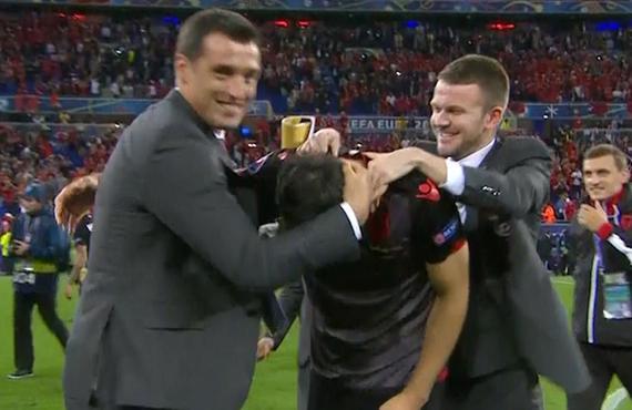 gif-阿尔巴尼亚赛后激情庆祝 历史首胜获A组第三