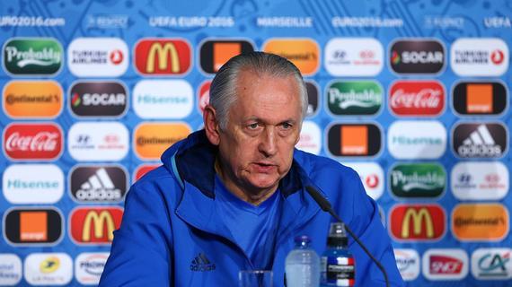 欧洲杯又一位主帅辞职!队员不和影响球队