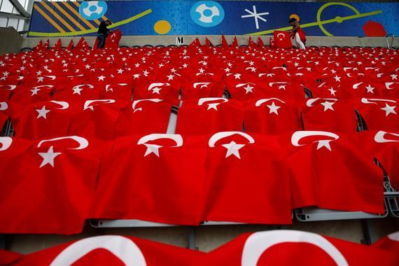 欧洲杯捷克vs土耳其首发:罗西基替身 大将遭弃
