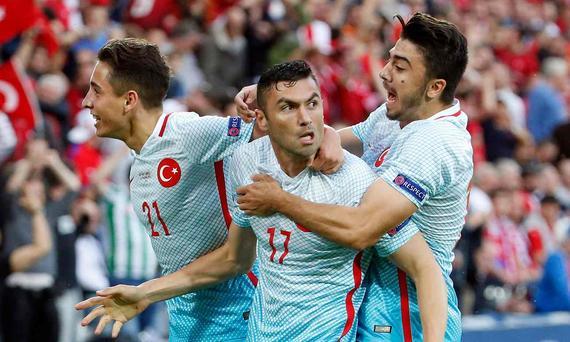 欧洲杯-北京国安前锋头筹土耳其2-0胜 捷克出局
