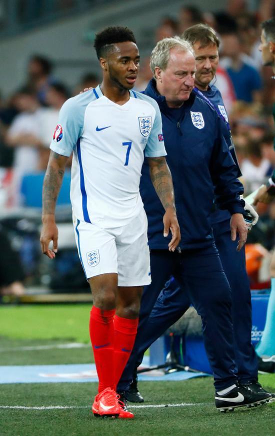 英格兰队助理教练莱文顿力挺斯特林