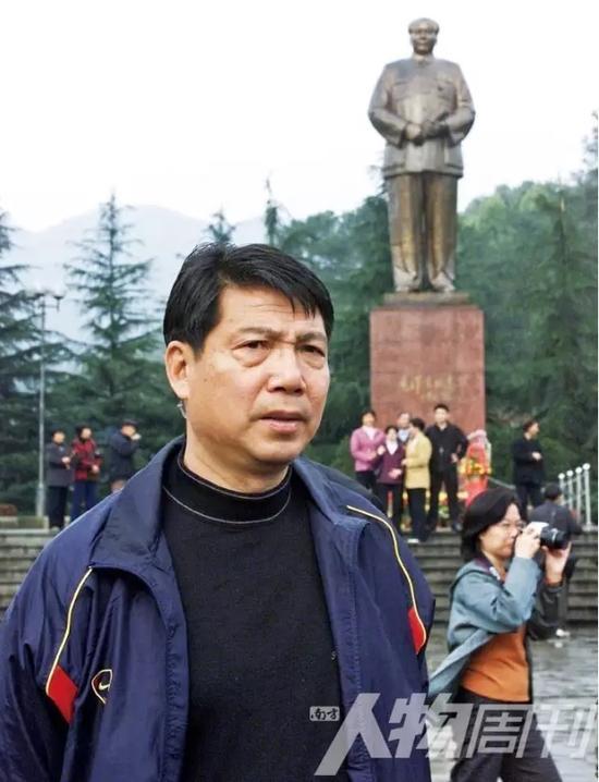 2002年3月15日,徐根宝在韶山瞻仰毛泽东故居