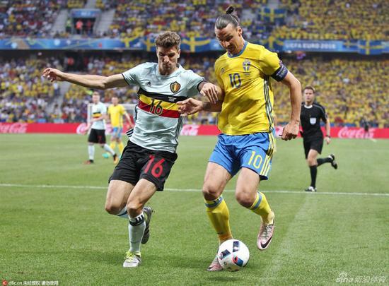 张路:英式足球击败意大利 伊布回撤中场收奇效