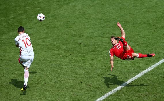 欧洲杯-国米旧将惊世倒钩 波兰点球6-5瑞士晋级