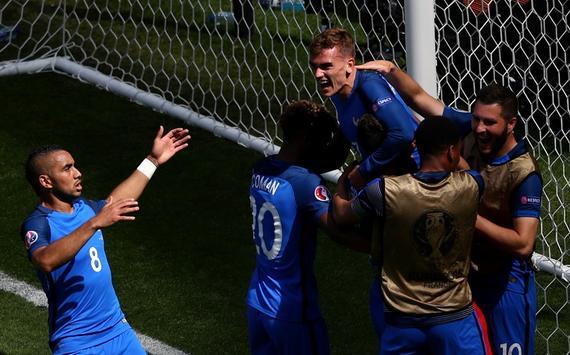 欧洲杯-神锋4分钟2球+造红牌 法国2-1逆转进8强