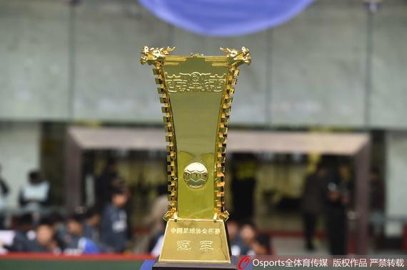 调查-苏宁恒大谁捧足协杯谁捧中超 会有双冠王?