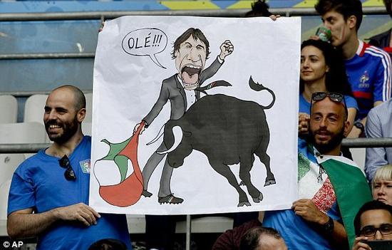 意大利球迷漫画:布冯斗牛