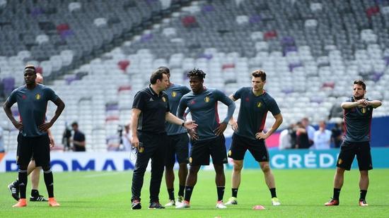 巴舒亚伊正在随比利时�|训练