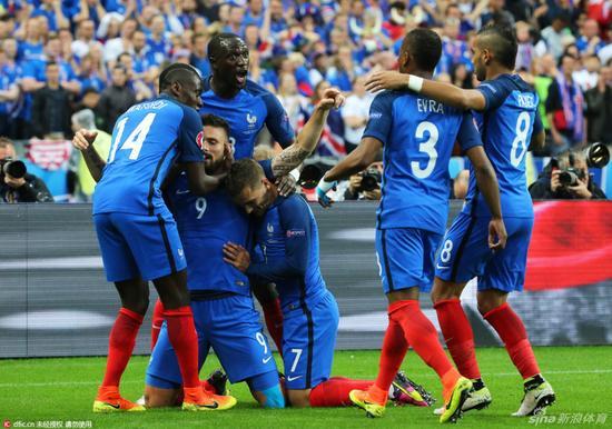 法国队气势很盛