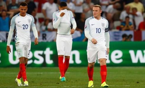 雅凯认为,英格兰队早早被淘汰出局的一大原因就是招入了太多缺乏经验的年轻人