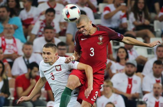葡萄牙队后场大将佩佩在对波兰队的比赛中表现十分抢眼